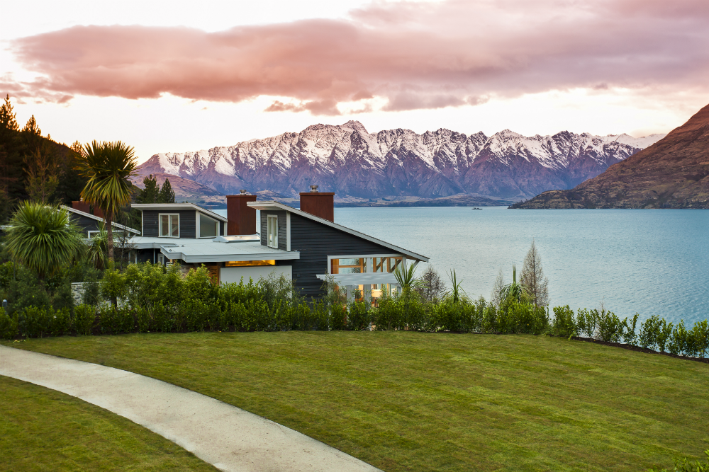 Matakauri Lodge in Queenstown with lake and mountains