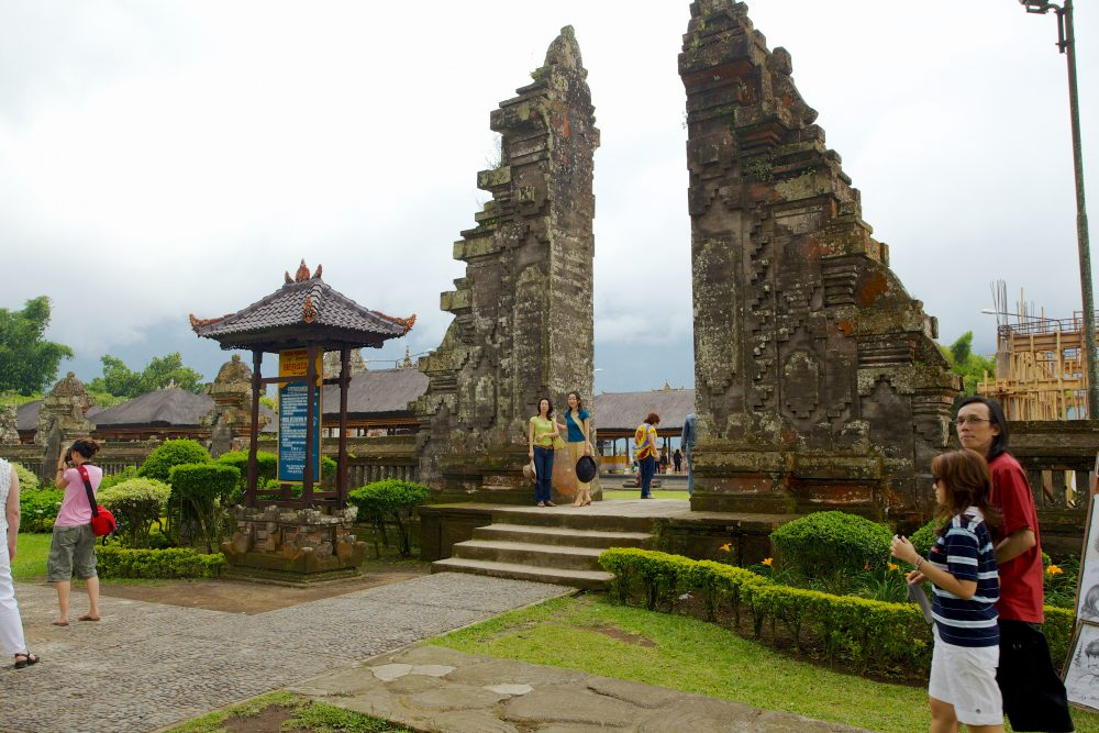 Tourist viewing the Ulun Danu Beratan Temple